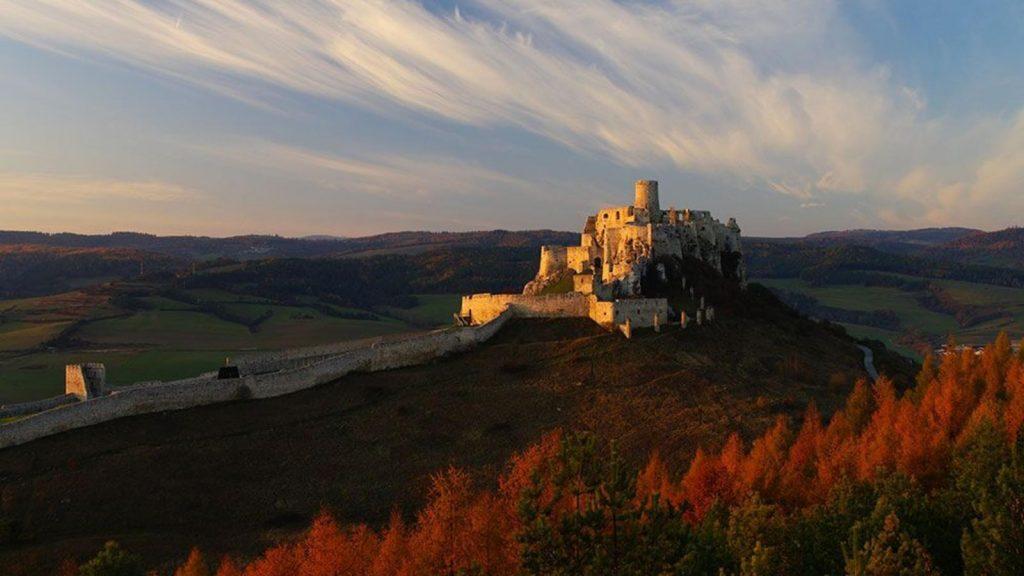 спишский-замок-град-скала-горы-природа