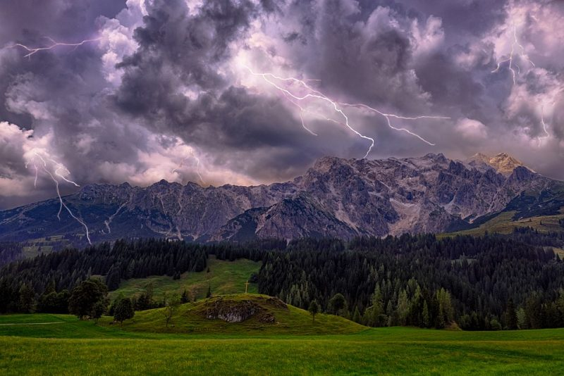 горы-природа-тучи-молнии