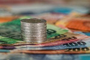 деньги-монеты-банкноты