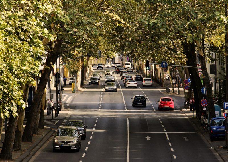 машины-дорога-город-лето-весна